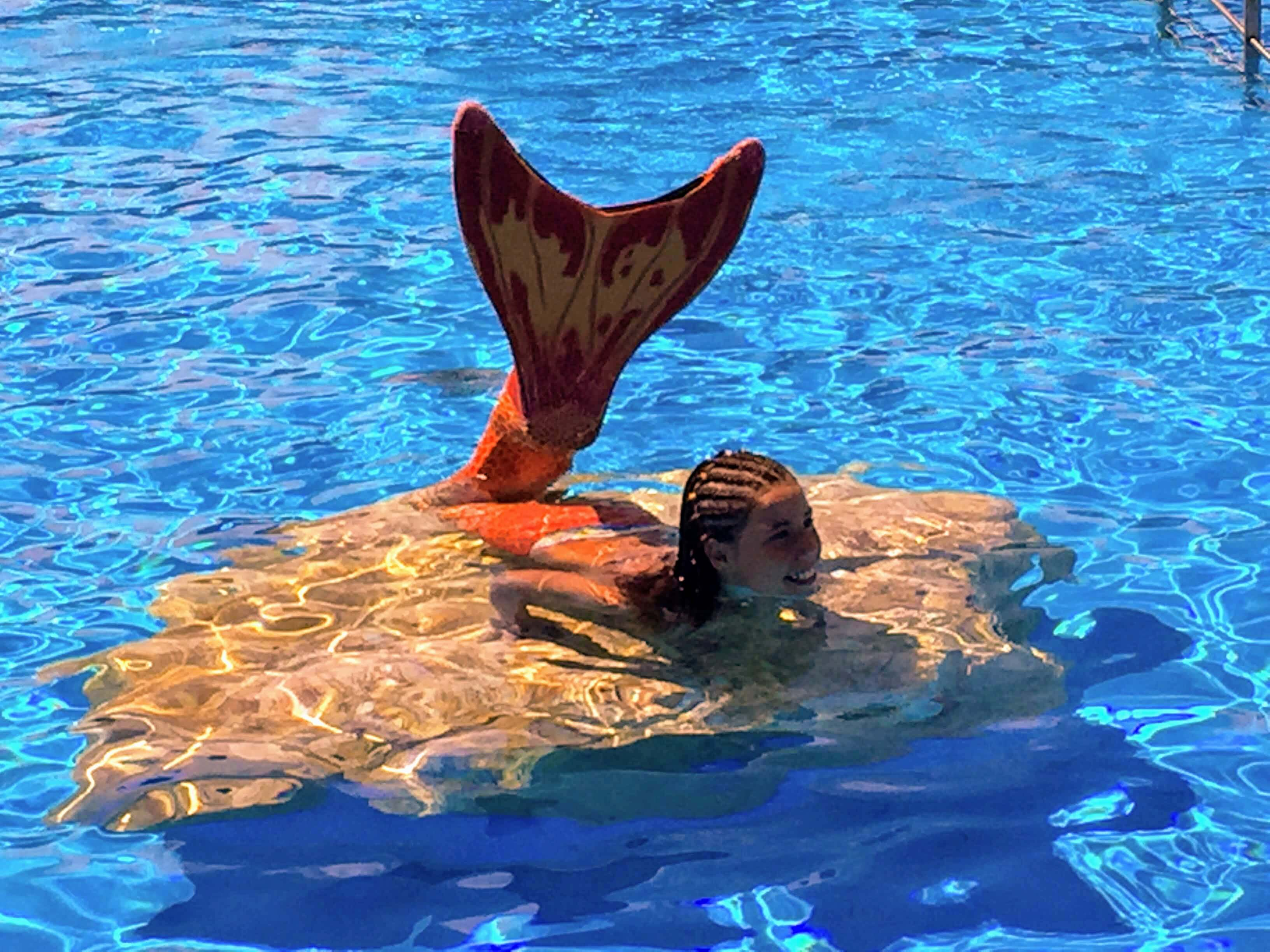 Sirena aquopolis en piscina