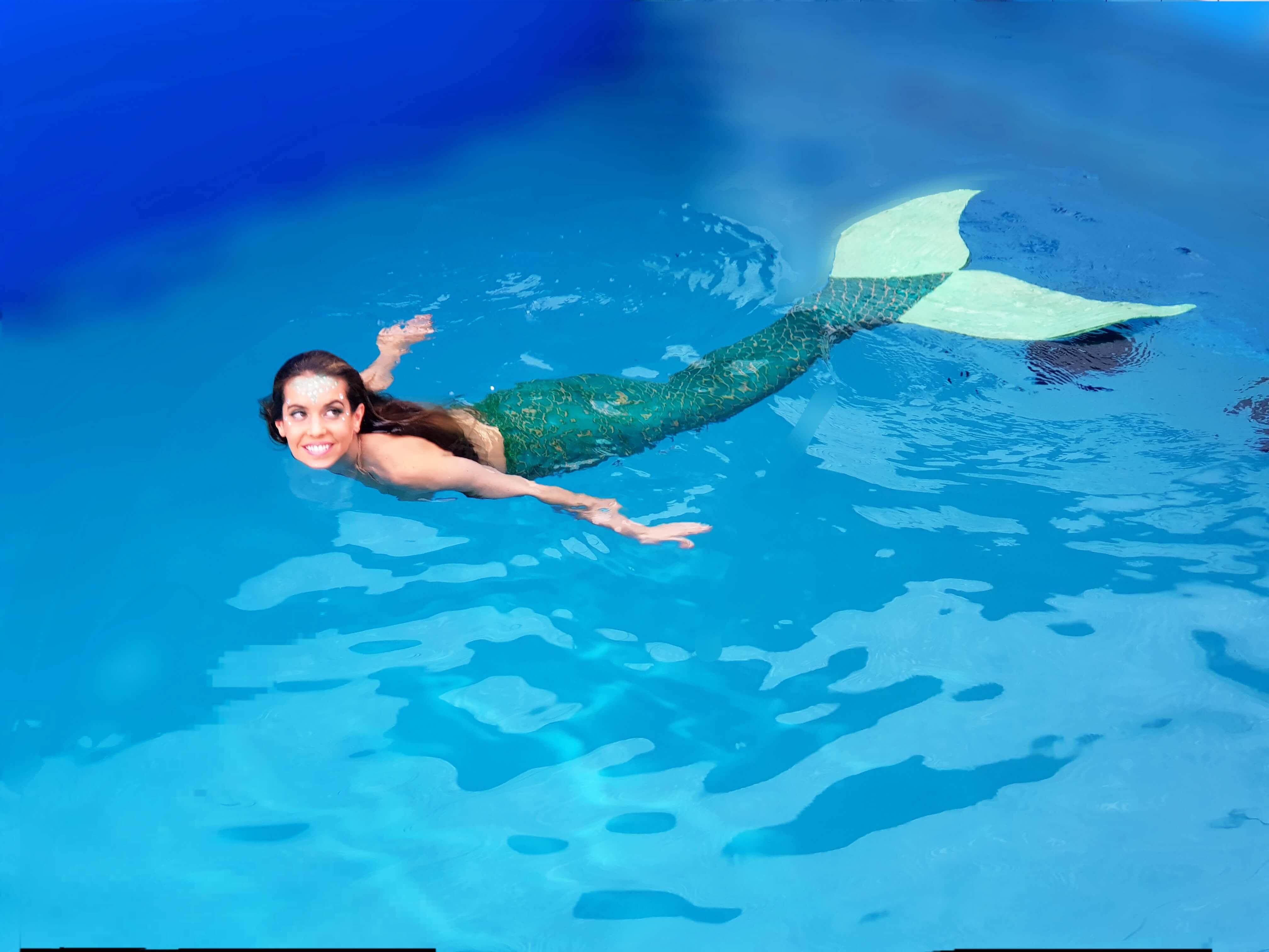 Ona Carbonell nada con cola de sirena academy