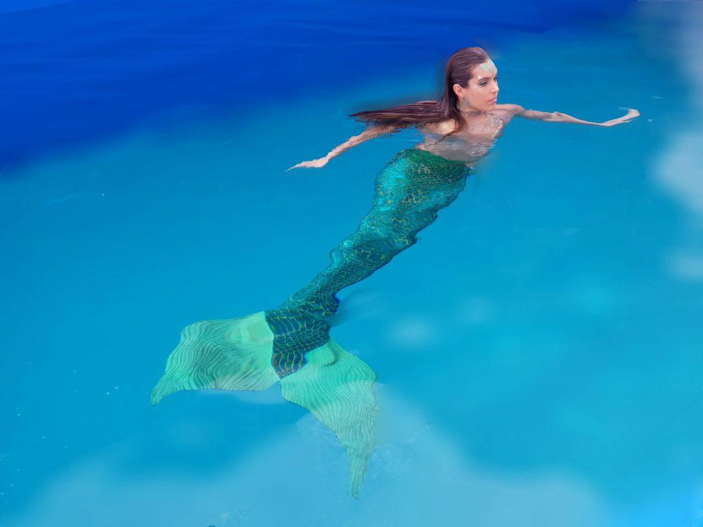 Ona Carbonell nada cola sirena